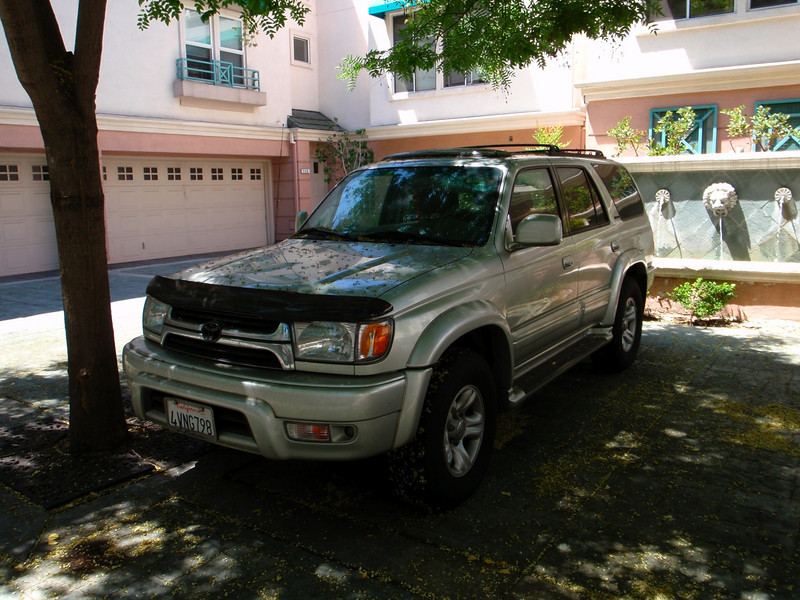 Toyota 4Runner at building 455 348448047_Qef5H-L